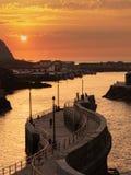 Ηλιοβασίλεμα στο λιμένα αλιείας Cudillero, Ισπανία στοκ εικόνες