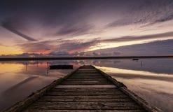 Ηλιοβασίλεμα στο λιμενοβραχίονα Στοκ φωτογραφίες με δικαίωμα ελεύθερης χρήσης