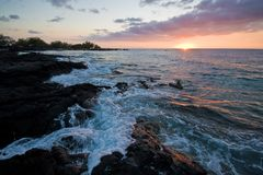 Ηλιοβασίλεμα στο μεγάλο νησί της Χαβάης Στοκ εικόνα με δικαίωμα ελεύθερης χρήσης