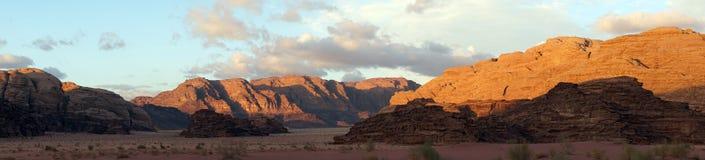 Ηλιοβασίλεμα στο ρούμι Wadi στοκ εικόνες