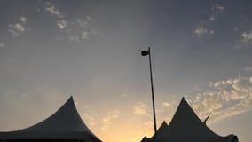 Ηλιοβασίλεμα στο στρατόπεδο ερήμων απόθεμα βίντεο