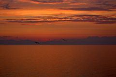 Ηλιοβασίλεμα στο σύστημα του κόκκινου νάνου στοκ φωτογραφίες με δικαίωμα ελεύθερης χρήσης