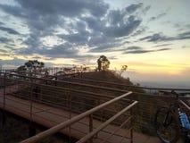 Ηλιοβασίλεμα στο τέλος του γύρου στοκ εικόνα με δικαίωμα ελεύθερης χρήσης