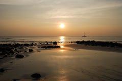 Ηλιοβασίλεμα στο τροπικό νησί Στοκ Εικόνα