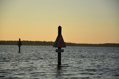 Ηλιοβασίλεμα στο ύδωρ Στοκ φωτογραφίες με δικαίωμα ελεύθερης χρήσης