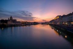 Ηλιοβασίλεμα στο arno ποταμών στοκ φωτογραφία