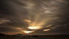 Ηλιοβασίλεμα σύννεφων βουνών στοκ εικόνα με δικαίωμα ελεύθερης χρήσης