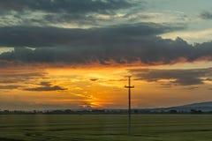 Ηλιοβασίλεμα της Κροατίας Slavonijan από το παράθυρο λεωφορείων στοκ φωτογραφία με δικαίωμα ελεύθερης χρήσης