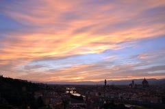 ηλιοβασίλεμα της Φλωρεντίας κάτω Στοκ εικόνες με δικαίωμα ελεύθερης χρήσης