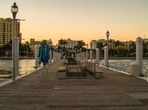 Ηλιοβασίλεμα του δυτικού Palm Beach στην αποβάθρα Στοκ εικόνα με δικαίωμα ελεύθερης χρήσης