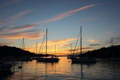 Ηλιοβασίλεμα των όμορφων κρυστάλλινων νερών Στοκ φωτογραφίες με δικαίωμα ελεύθερης χρήσης