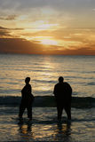 ηλιοβασίλεμα φίλων Στοκ φωτογραφία με δικαίωμα ελεύθερης χρήσης