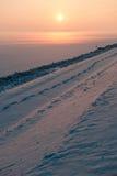 ηλιοβασίλεμα χιονιού ομίχλης παραμυθιού Στοκ εικόνα με δικαίωμα ελεύθερης χρήσης