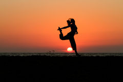 ηλιοβασίλεμα χορευτών Στοκ Φωτογραφίες