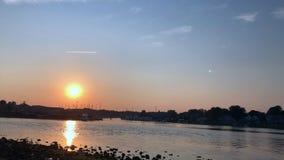 Ηλιοβασίλεμα χρονικού σφάλματος στο λιμάνι απόθεμα βίντεο