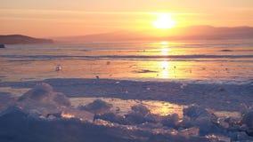 Ηλιοβασίλεμα baikal στη λίμνη, Ρωσία στοκ φωτογραφία