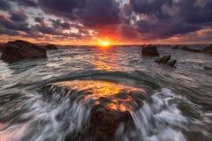 Ηλιοβασίλεμα Barrika στην παραλία, παιχνίδια της θέσης θρόνων Στοκ Εικόνες