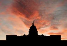 ηλιοβασίλεμα capitol οικοδόμ& στοκ εικόνα με δικαίωμα ελεύθερης χρήσης