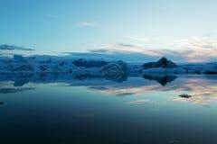 Ηλιοβασίλεμα Jokulsarlon στη λιμνοθάλασσα παγετώνων στην Ισλανδία στοκ φωτογραφία με δικαίωμα ελεύθερης χρήσης