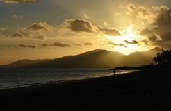 Ηλιοβασίλεμα Puerto del Carmen στο Κανάριο νησί Lanzarote στην Ισπανία Στοκ φωτογραφία με δικαίωμα ελεύθερης χρήσης