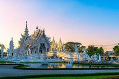 Ηλιοβασίλεμα Rong KhunWhite Wat templeat σε Chiang Rai, Ταϊλάνδη Στοκ φωτογραφίες με δικαίωμα ελεύθερης χρήσης