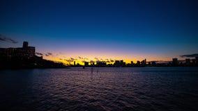 Ηλιοβασίλεμα timelapse στην περιοχή κόλπων του Τόκιο στον ευρύ πυροβολισμό Odaiba Τόκιο απόθεμα βίντεο