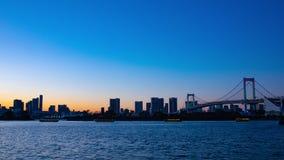 Ηλιοβασίλεμα timelapse στη γέφυρα ουράνιων τόξων σε Odaiba Τόκιο απόθεμα βίντεο