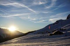 Ηλιοβασίλεμα Verbier πέρα από το piste στοκ εικόνες