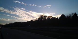 Ηλιοφάνεια μέσω των δέντρων στοκ εικόνα