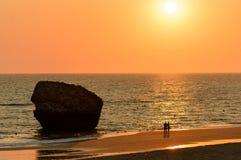 Ηλιοφάνεια στην παραλία του χωριού Matalascanas, κοντά Higuera στον πύργο, Huelva νομός, Ανδαλουσία, Ισπανία στοκ εικόνες