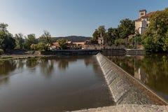Ηλιοφώτιστα weirs στον ποταμό Sazava στοκ φωτογραφία με δικαίωμα ελεύθερης χρήσης