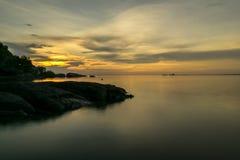 Ηλιόλουστη ευμετάβλητη παραλία Koh Phangan Ταϊλάνδη στοκ εικόνες με δικαίωμα ελεύθερης χρήσης