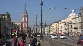 Ηλιόλουστη ημέρα Απριλίου στο Gostiny Dvor Nevsky prospekt, Άγιος Πετρούπολη απόθεμα βίντεο