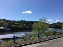 Ηλιόλουστη ημέρα δίπλα στη λίμνη στο aomori στοκ εικόνα με δικαίωμα ελεύθερης χρήσης