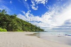 Ηλιόλουστη ημέρα στην παραλία anse Georgette, praslin Σεϋχέλλες 5 παραδείσου Στοκ φωτογραφία με δικαίωμα ελεύθερης χρήσης