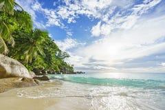 Ηλιόλουστη ημέρα στην παραλία anse Georgette, praslin Σεϋχέλλες 45 παραδείσου Στοκ Φωτογραφία