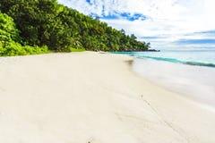 Ηλιόλουστη ημέρα στην παραλία anse Georgette, praslin Σεϋχέλλες 4 παραδείσου Στοκ εικόνα με δικαίωμα ελεύθερης χρήσης