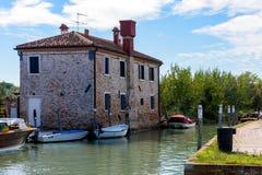 Ηλιόλουστη ημέρα στο νησί Torcello, λιμνοθάλασσα της Βενετίας, Ιταλία Στοκ Εικόνα