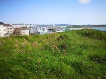 Ηλιόλουστη θερινή ημέρα στους πειρατές Portrush στοκ φωτογραφία με δικαίωμα ελεύθερης χρήσης