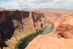 Ηλιόλουστη πεταλοειδής κάμψη το μεγάλο φαράγγι Αριζόνα ΗΠΑ στοκ εικόνα