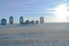 Ηλιόλουστος ουρανός απογεύματος έξω από το σαγόνι αλκών, SK, Καναδάς στοκ εικόνες