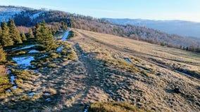 Ηλιόλουστο απόγευμα στα βουνά στοκ φωτογραφίες με δικαίωμα ελεύθερης χρήσης