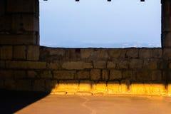 Ηλιόλουστο παράθυρο σε ένα αρχαίο φρούριο Ιταλία, Angera Castle Rocca Di Angera Στοκ εικόνα με δικαίωμα ελεύθερης χρήσης