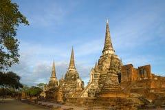 Ηλιόλουστο πρωί στις καταστροφές ενός βουδιστικού ναού, Si Sanphet Wat Phra Ayutthaya Ταϊλάνδη Στοκ Φωτογραφία