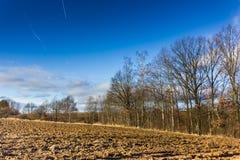 Ηλιόλουστο τοπίο φθινοπώρου στο θυελλώδη καιρό Στοκ φωτογραφίες με δικαίωμα ελεύθερης χρήσης