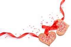 Ημέρα βαλεντίνων - διαμορφωμένα καρδιά μπισκότα και κώλυμα ως πλαίσιο Στοκ φωτογραφία με δικαίωμα ελεύθερης χρήσης