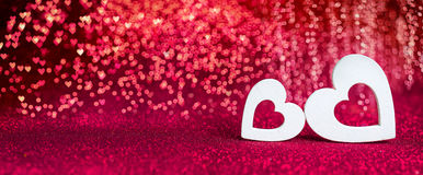 Ημέρα βαλεντίνων - ξύλινες καρδιές στοκ εικόνα με δικαίωμα ελεύθερης χρήσης