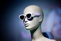 Ημέρα εξεδρών γυαλιών ηλίου μανεκέν γυναικών Στοκ εικόνα με δικαίωμα ελεύθερης χρήσης