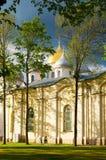 Ημέρα και άνθρωποι καθεδρικών ναών του ST Sophia την άνοιξη που περπατούν εμπρός σε Veliky Novgorod, Ρωσία Στοκ Φωτογραφίες