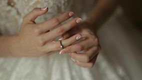 ημέρα νυφών ο γάμος της γαμήλιο λευκό φορεμάτων απόθεμα βίντεο